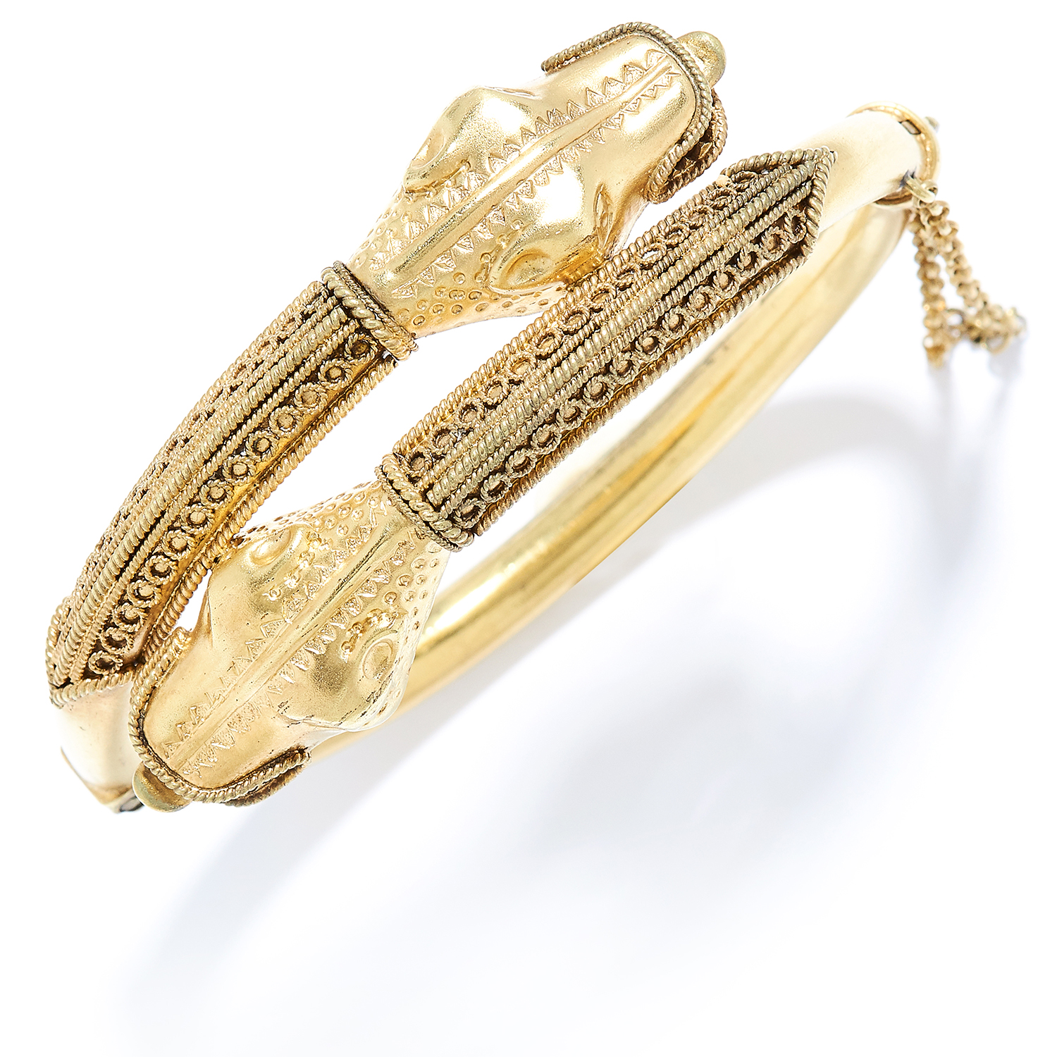 Los 14 - ANTIQUE GOLD SNAKE / DRAGON BANGLE in high carat yellow gold, depicting two dragon heads coiling