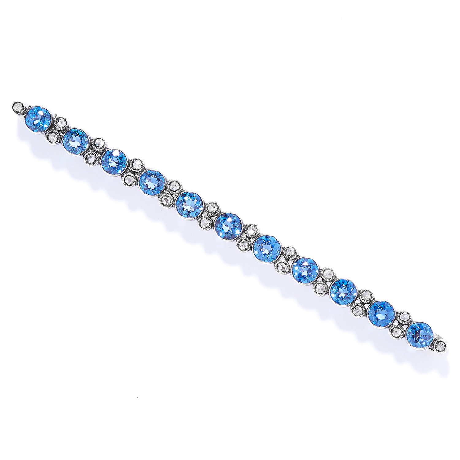 ANTIQUE 4.50 CARAT SAPPHIRE AND DIAMOND BAR BROOCH in gold, set with round cut sapphires totalling