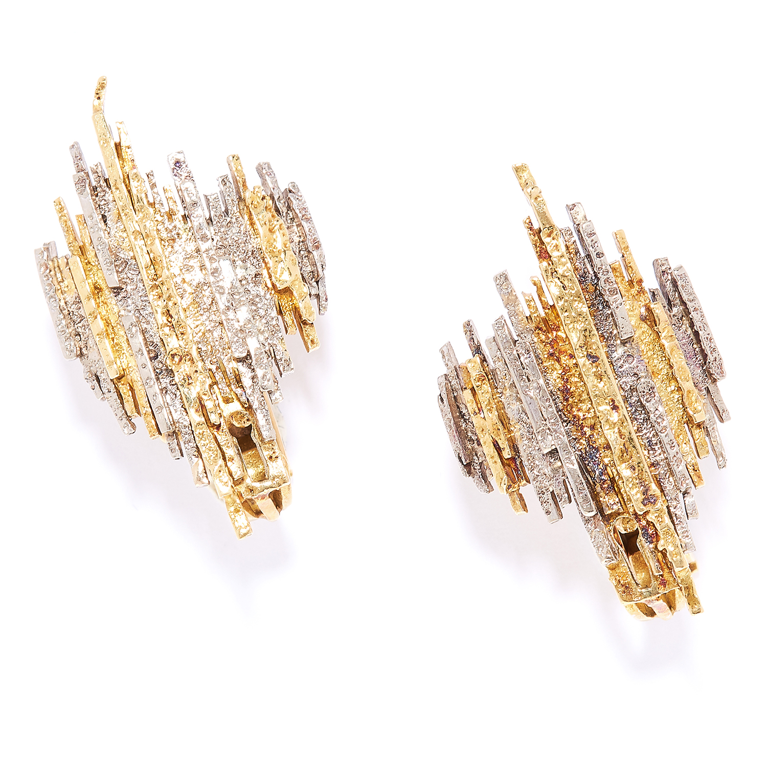 TWO TONE GOLD DAY-TO-NIGHT EARRINGS, CHARLES DE TEMPLE, 1979 in 18ct yellow gold, each comprising of - Bild 2 aus 3