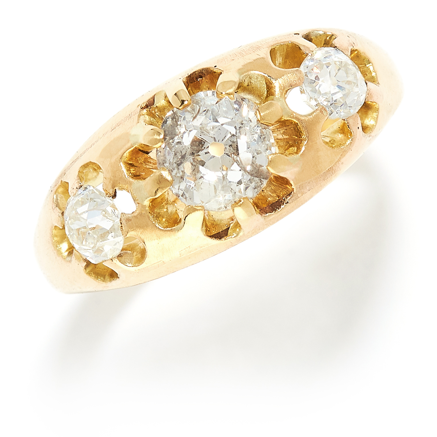 ANTIQUE DIAMOND THREE STONE RING in yellow gold, set with three old cut diamonds totalling