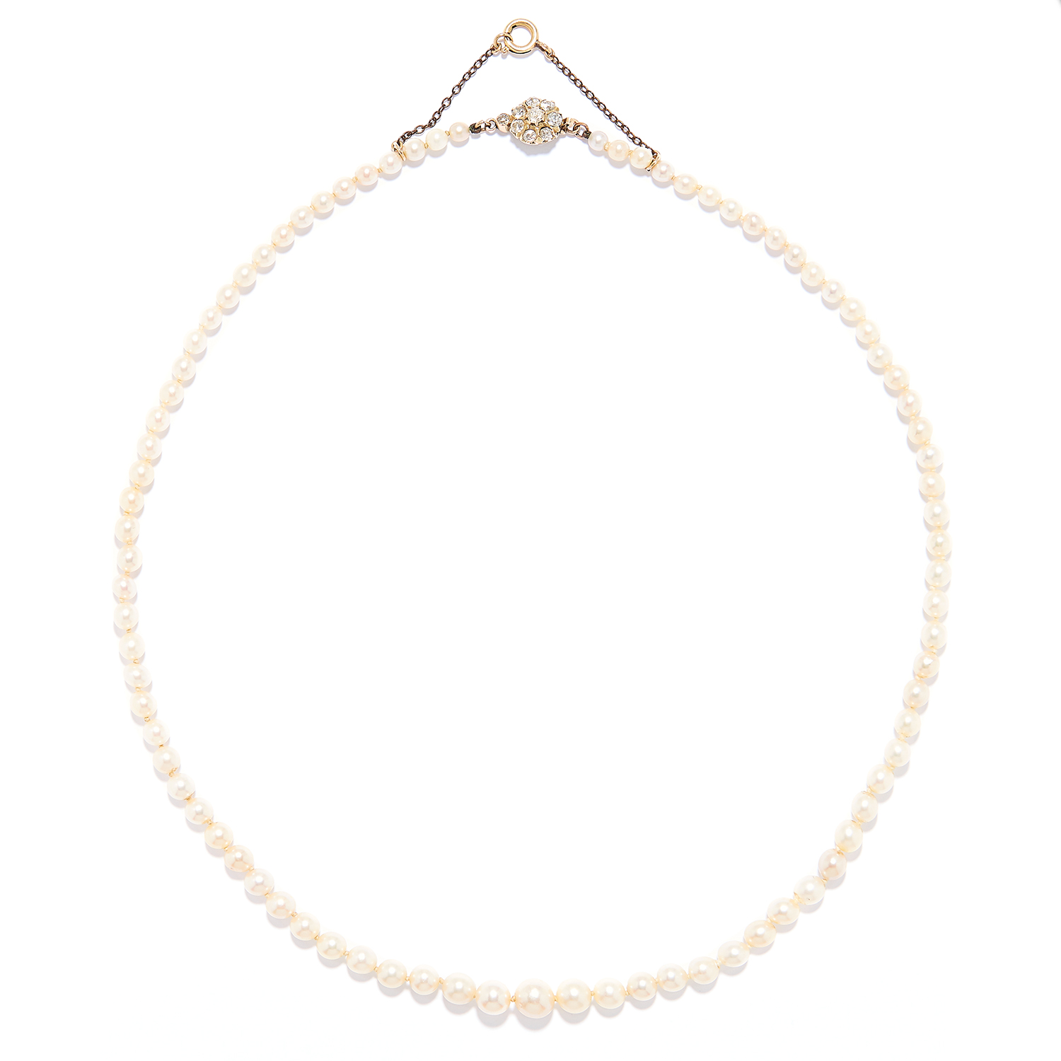 Los 58 - ANTIQUE PEARL AND DIAMOND NECKLACE in yellow gold, comprising of a single strand of pearls with