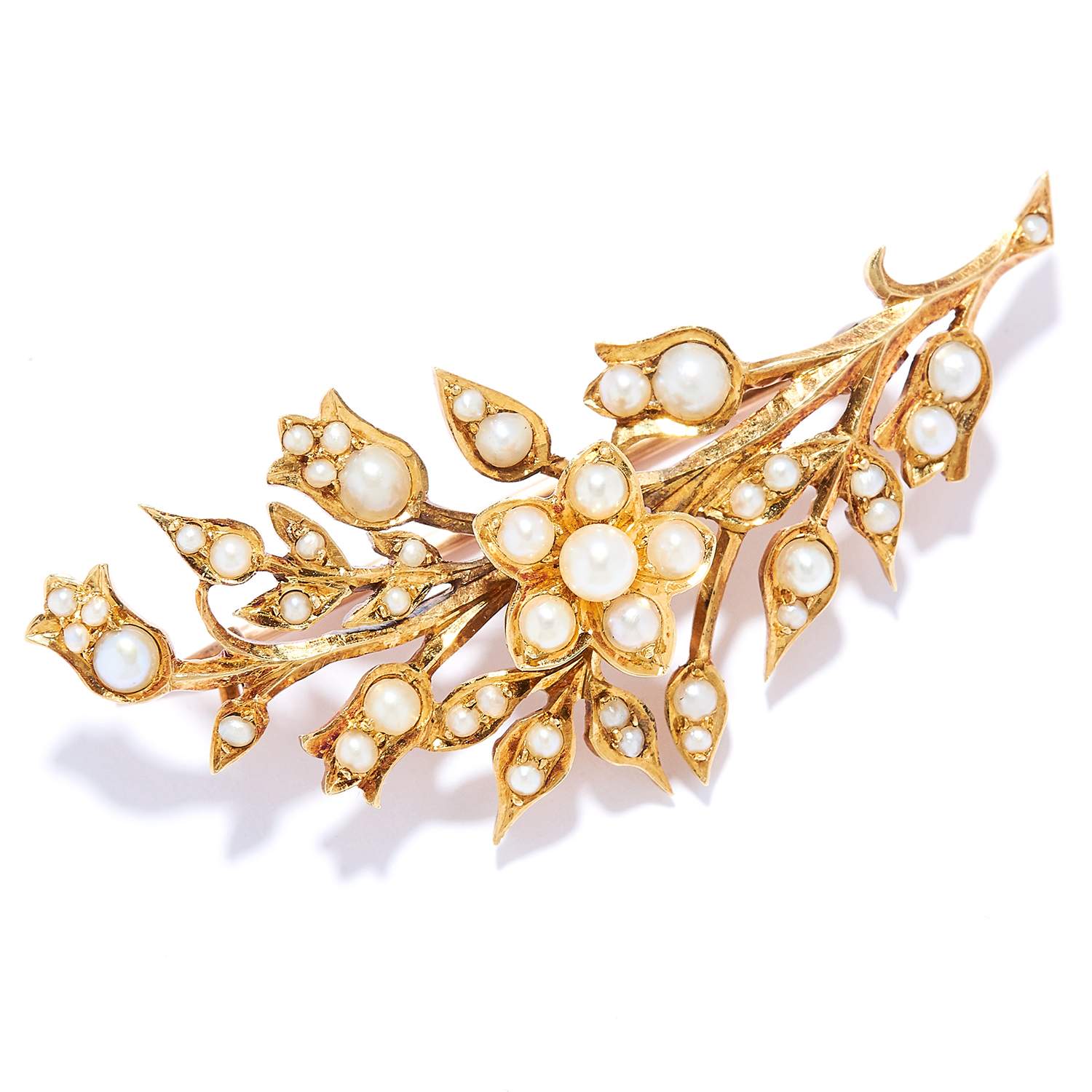 Los 30 - ANTIQUE SEED PEARL BROOCH in 15CT yellow gold, in flower spray motif set with seed pearls, stamped