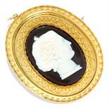ANTIQUE CARVED CAMEO BROOCH / PENDANT in high carat yellow gold, comprising of a carved cameo