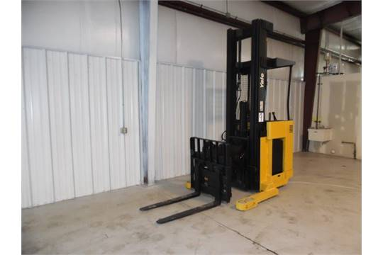 Yale narrow aisle reach truck, model NR045, 4000 basic