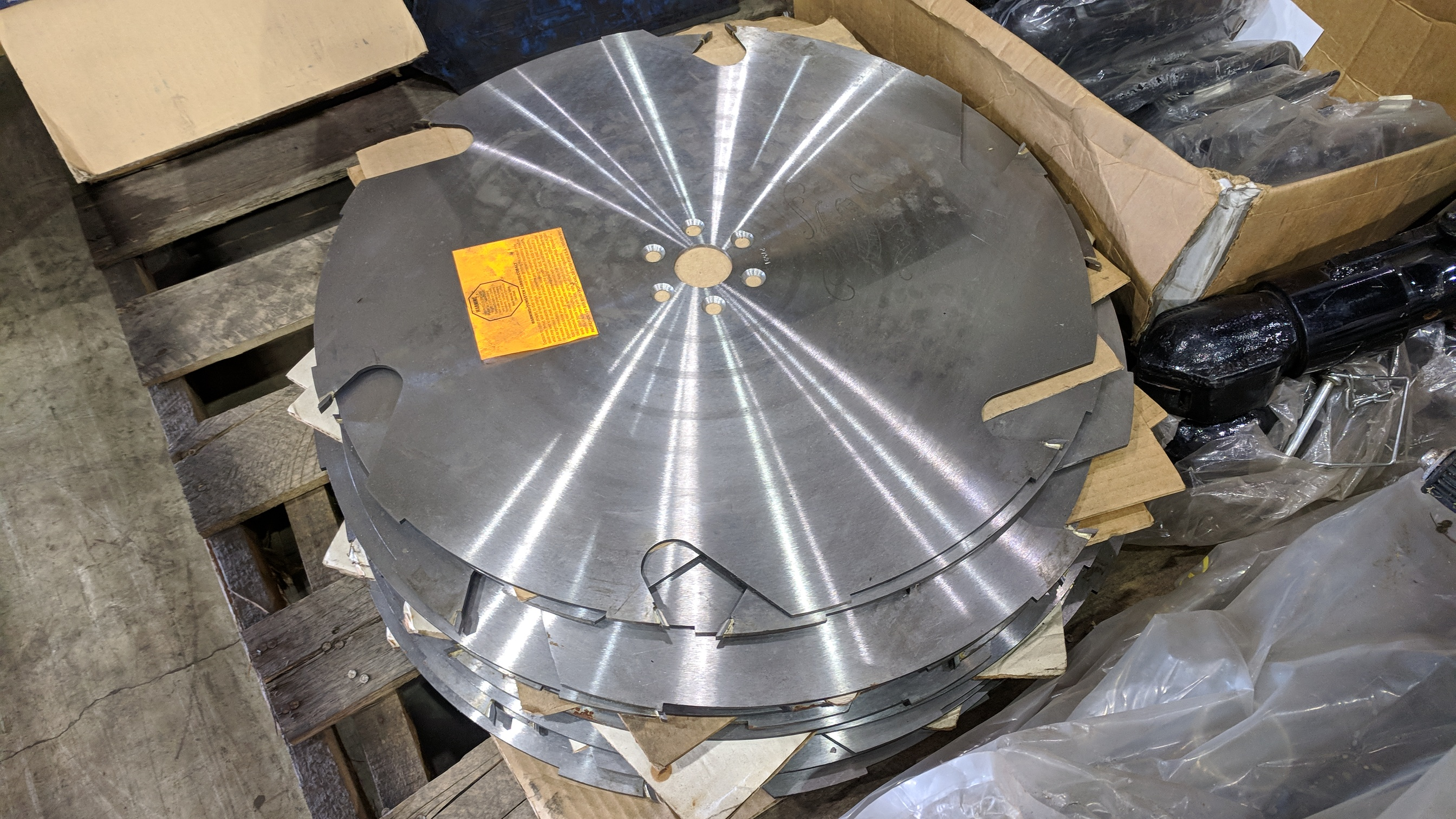 LOT/ SAW BLADES, MANUAL JACKS AND TRAILER HITCHES - Image 3 of 4