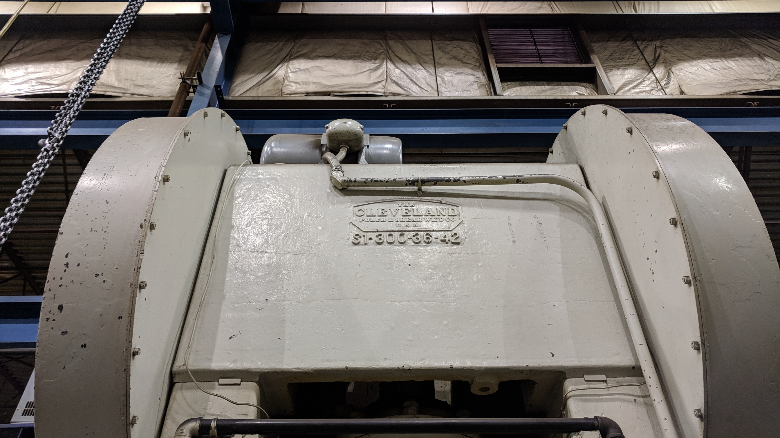 """CLEVELAND S1-300-36-42 300 TON CAPACITY STRAIGHT SIDE PRESS WITH 37""""X54"""" BED, 28""""X50"""" RAM, 30"""" - Image 3 of 9"""