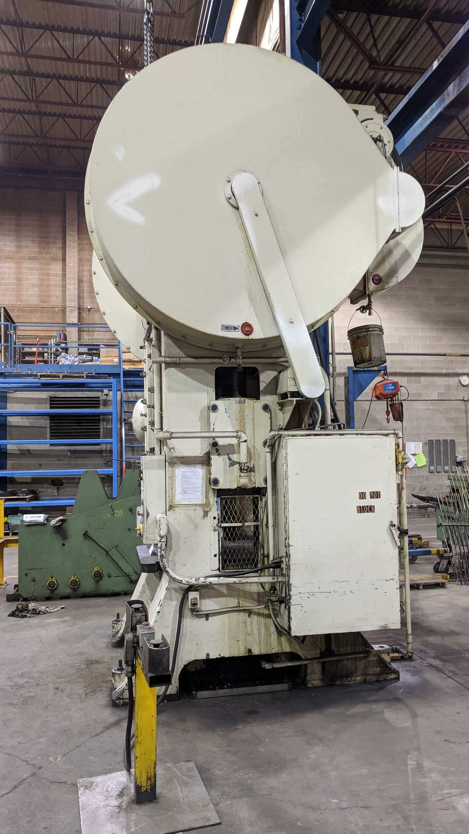 """CLEVELAND S1-300-36-42 300 TON CAPACITY STRAIGHT SIDE PRESS WITH 37""""X54"""" BED, 28""""X50"""" RAM, 30"""" - Image 5 of 9"""