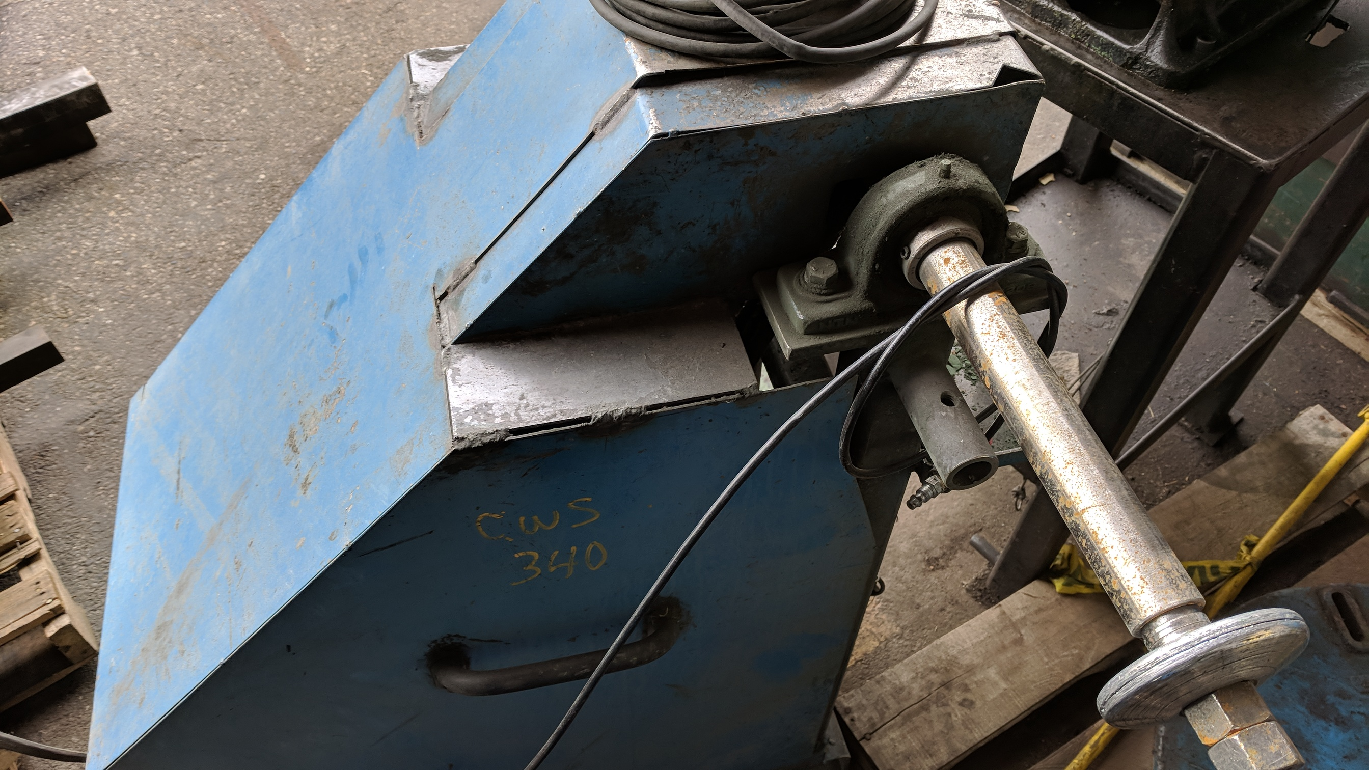CROWN HEAVY DUTY FLOOR TYPE DOUBLE END BUFFER POLISHER WITH 10 HP, S/N N/A (CI) - Image 3 of 3
