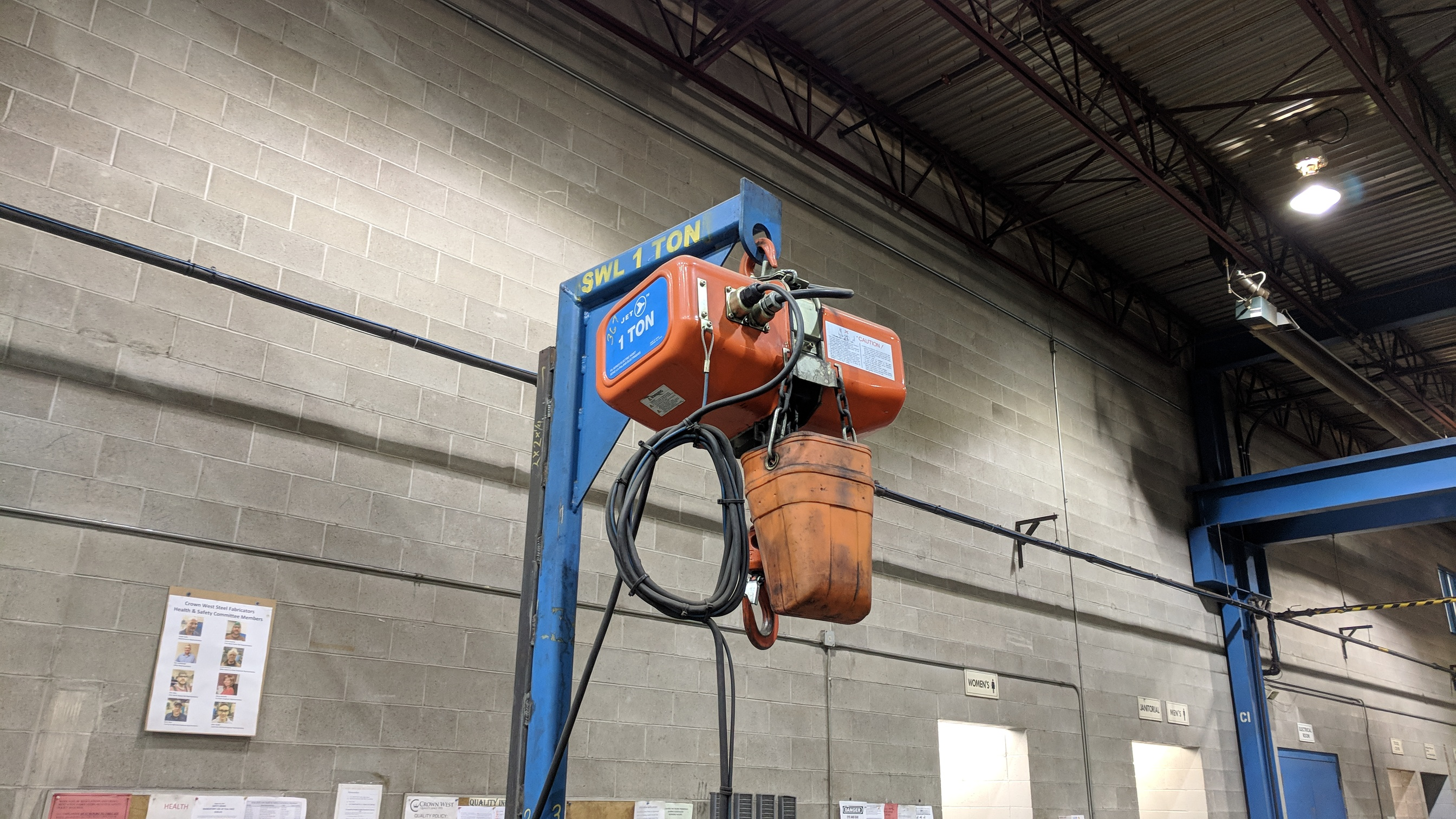 ENGINEERED DESIGN 2,200 LBS CAPACITY PORTABLE LIFTING GANTRY WITH JET FA1-1S 2,200 LBS CAPACITY - Image 3 of 4