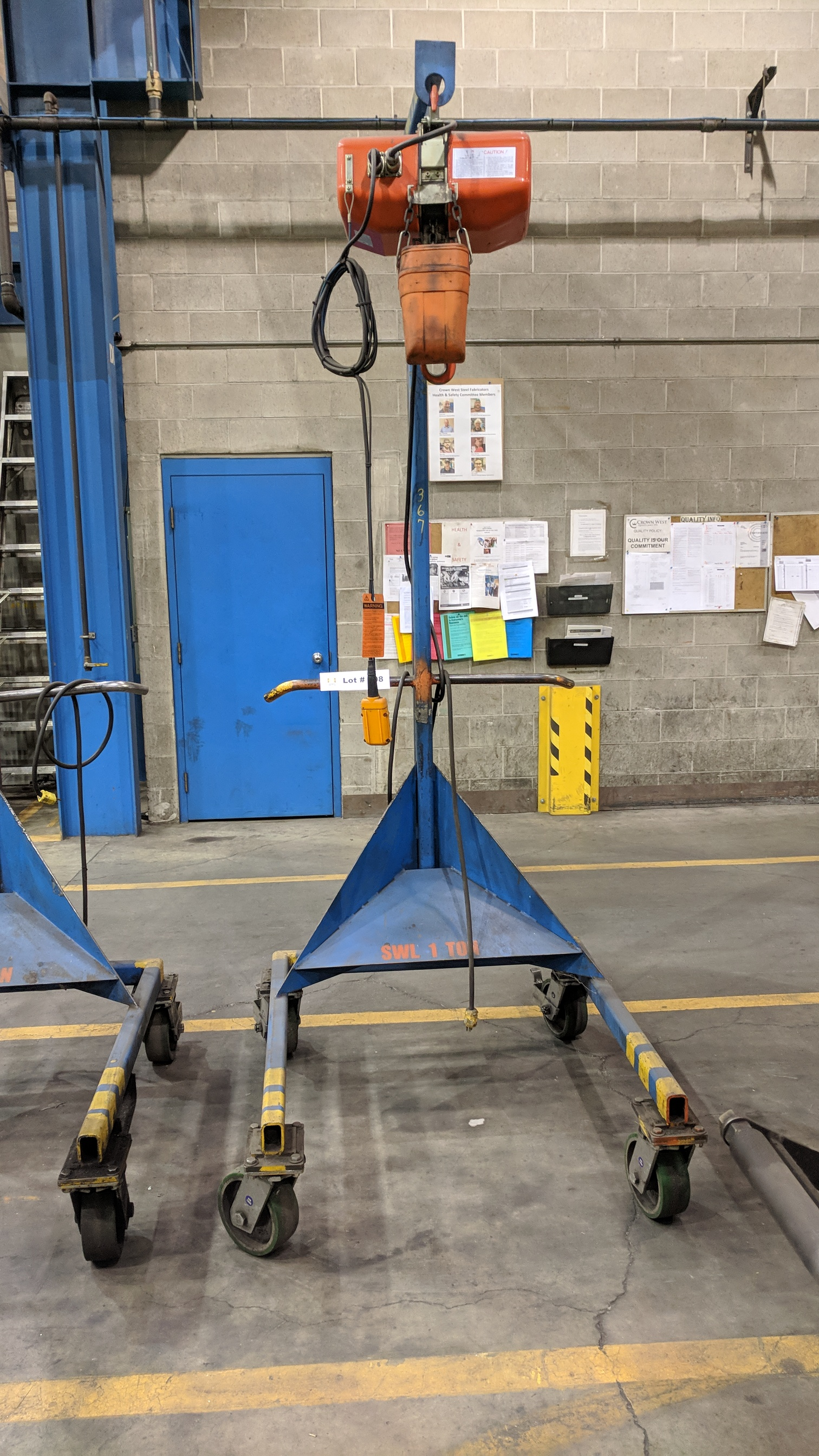 ENGINEERED DESIGN 2,200 LBS CAPACITY PORTABLE LIFTING GANTRY WITH JET FA1-1S 2,200 LBS CAPACITY
