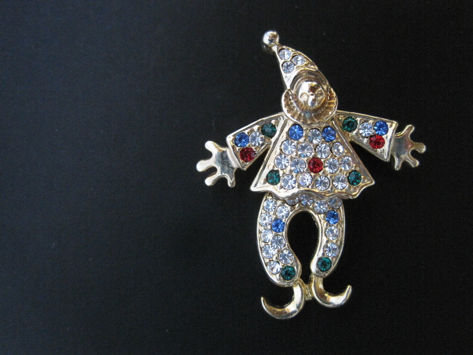 Lot 28 - Clown brooch paved with rubies, diamonds, sapphires and emeralds - Gross weight: 10 g [...]