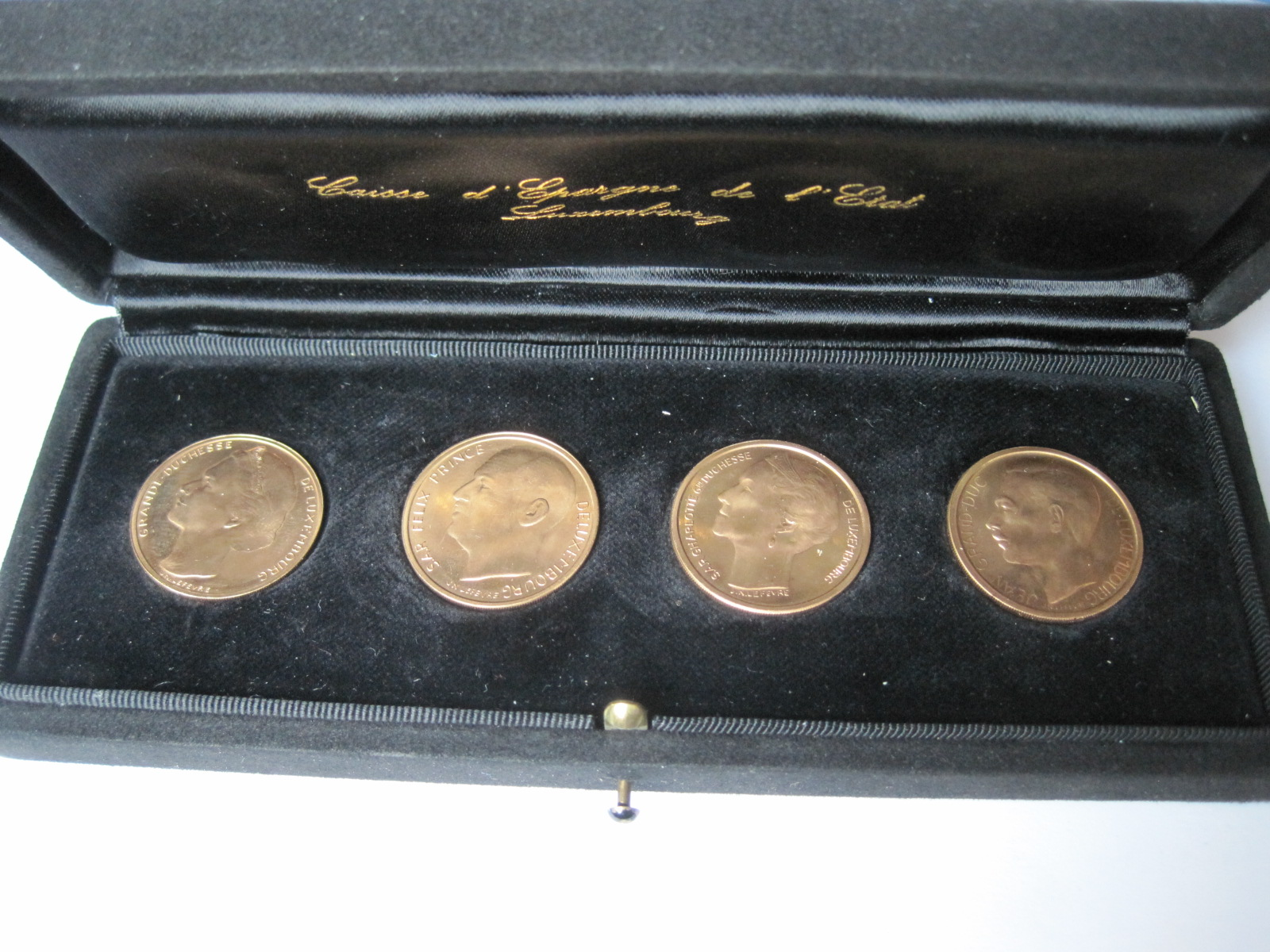 Lot 52 - Case of the Luxembourg Savings Bank containing 4 gold coins: Luxembourg Dynasty 1964 [...]