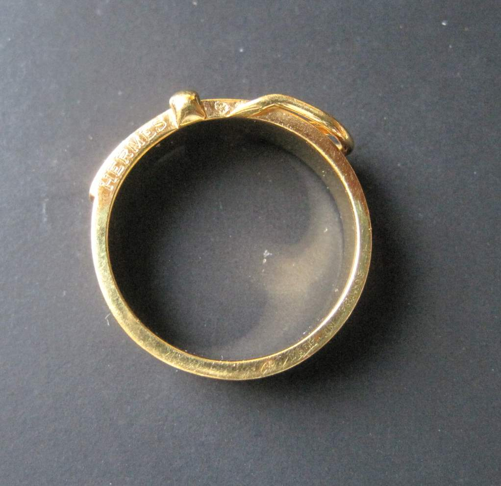 """Lot 21 - Gold plated belt ring by HERMES, """"made in"""" France - Weight: 6 g - - Bague ceinture [...]"""