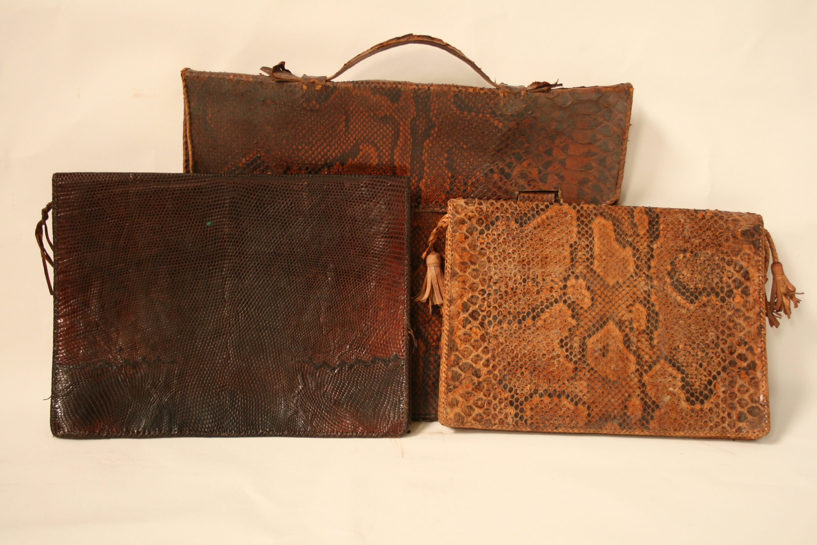 Lot 56 - Handbag with 2 central pockets plus one closed with a snake skin zip (boa) + one [...]