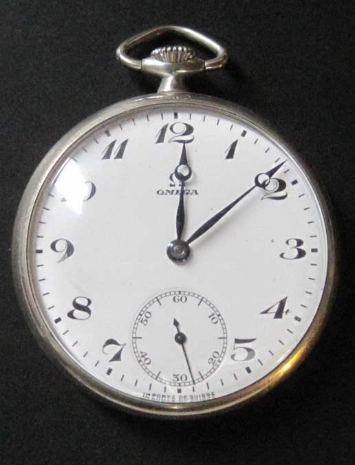 Lot 3 - Steel pocket watch brand OMEGA, around 1920-1930, diameter: 4.5 cm - - Montre [...]