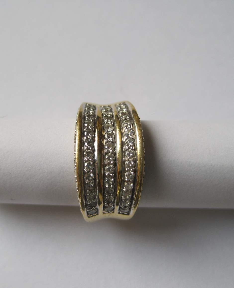 Lot 34 - 18ct yellow and white gold ring set with 62 brilliant-cut diamonds weighing a total [...]