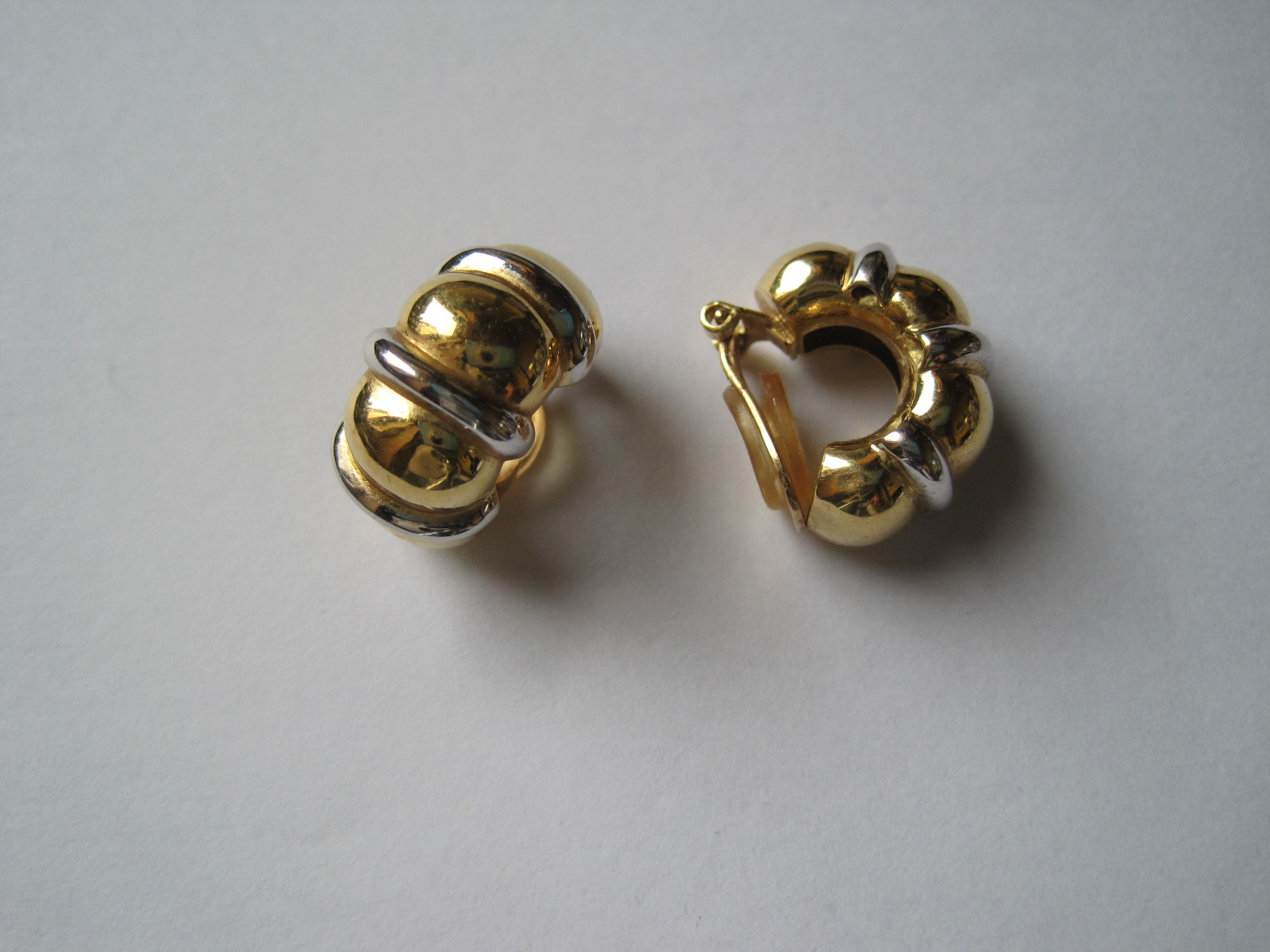 Lot 29 - Pair of 18ct yellow gold and white gold earrings, Kass-Jentgen creation in Luxembourg [...]