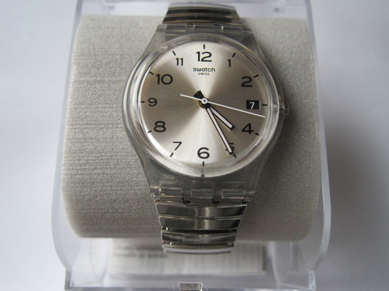 Lot 14 - SWATCH watch never used, in its original box, model 2015 - - Montre SWATCH jamais [...]