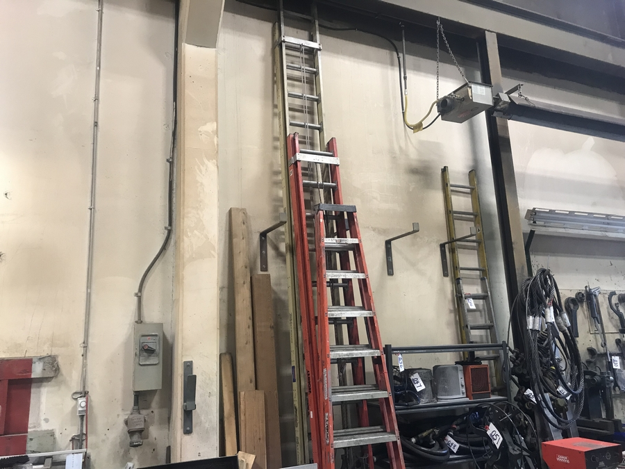Lot 42 - REYNOLDS EXTENSION LADDER