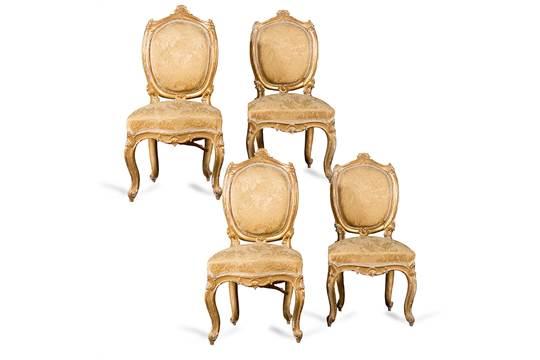 Quattro sedie in legno intagliato e dorato a motivi di conchiglia