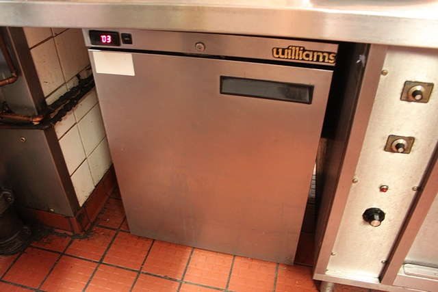 Lot 54 - Williams HP55C SS stainless steel undercounter refrigerator temperature range 1°C to 4°C 600mm x