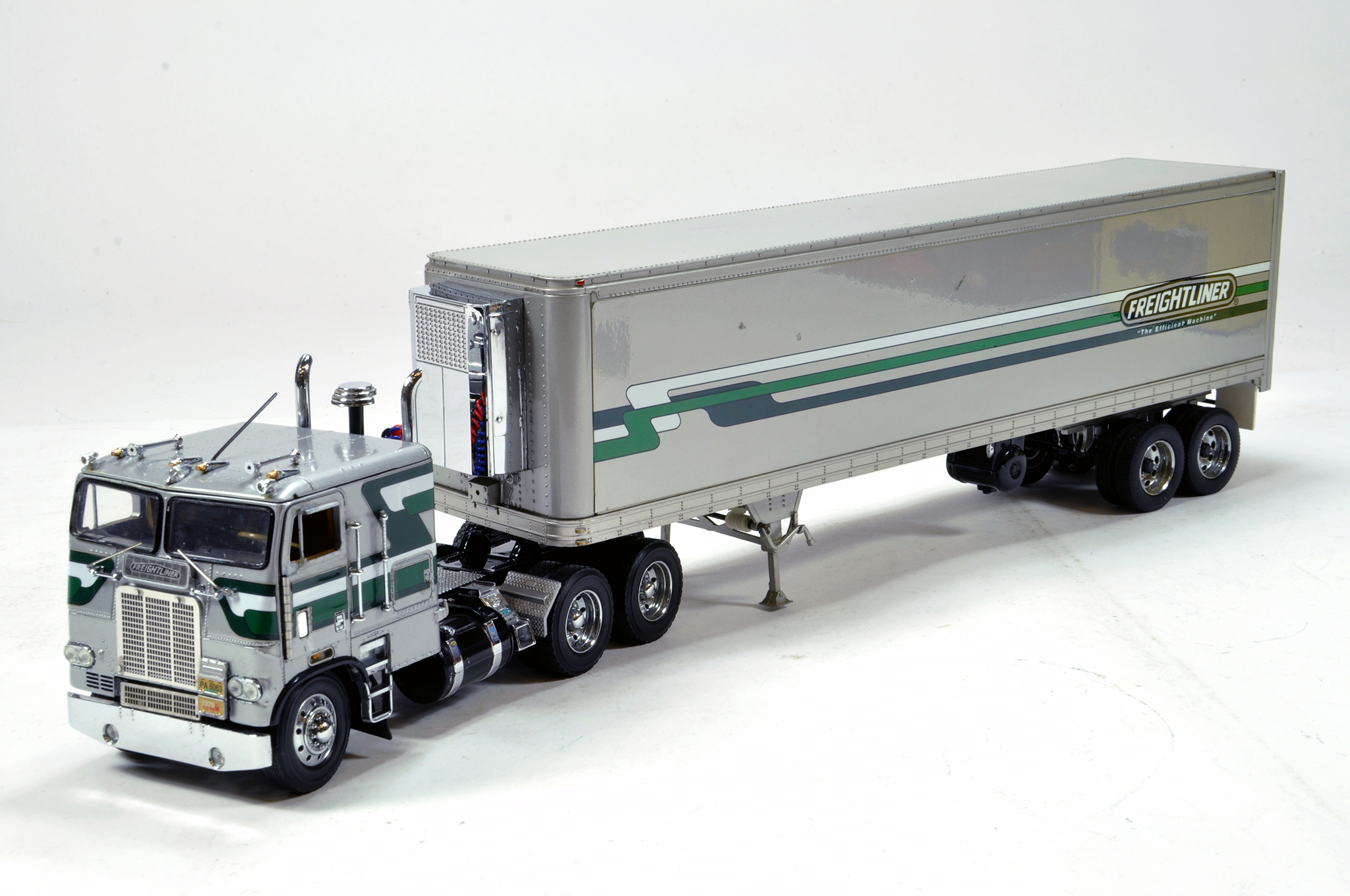 Lot 1572 - Franklin Mint Freightliner Truck and Fridge Trailer Combination. Generally E.