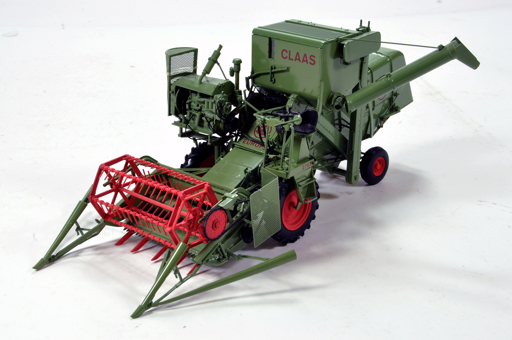 Lot 780 - Universal Hobbies 1/32 Farm Issue comprising Claas Europa Combine (green). Generally E to NM.