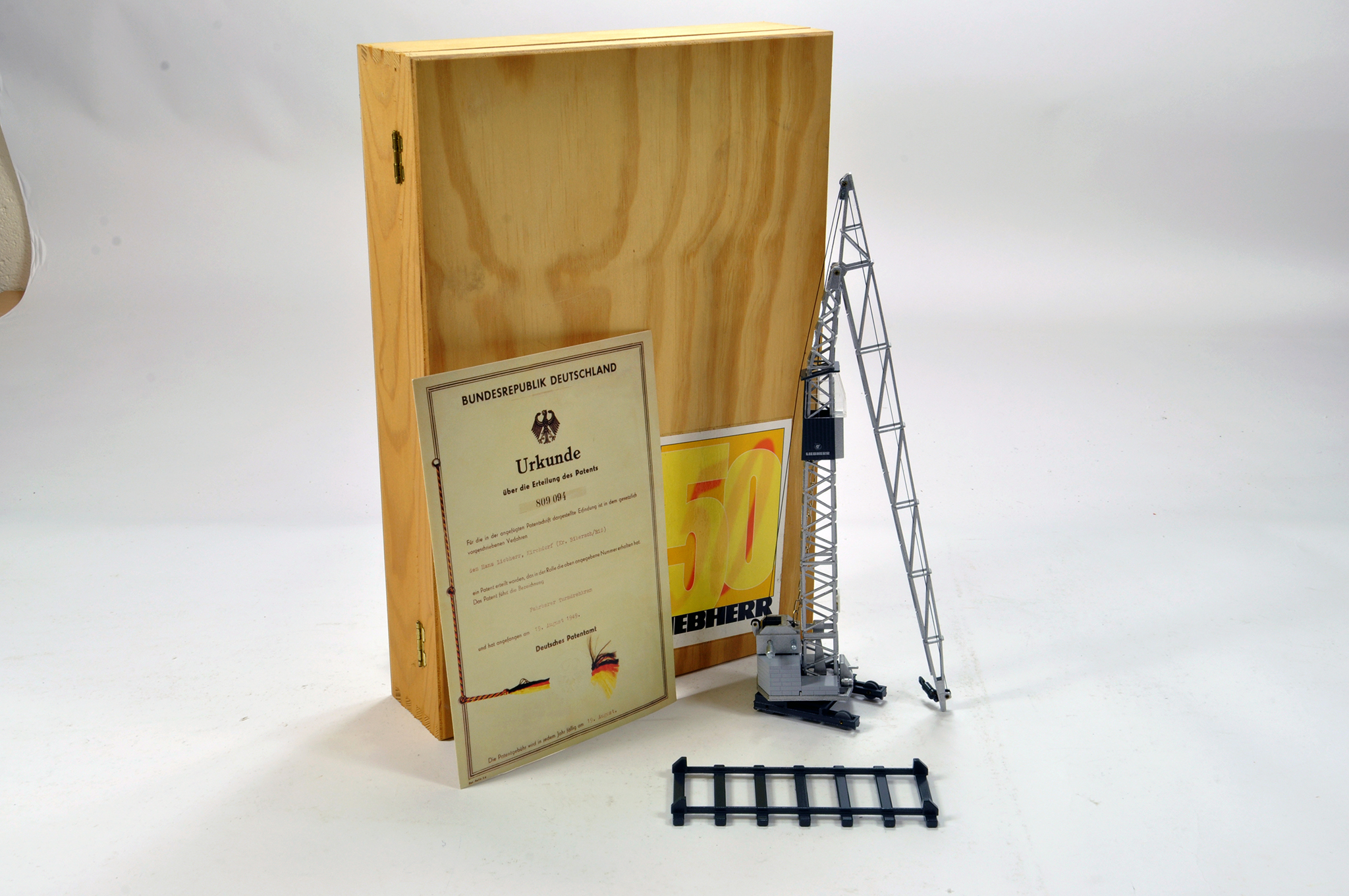 Lot 340 - Conrad 1/50 construction issue comprising Liebherr 50 year special issue TK8 Tower Crane. E to NM.
