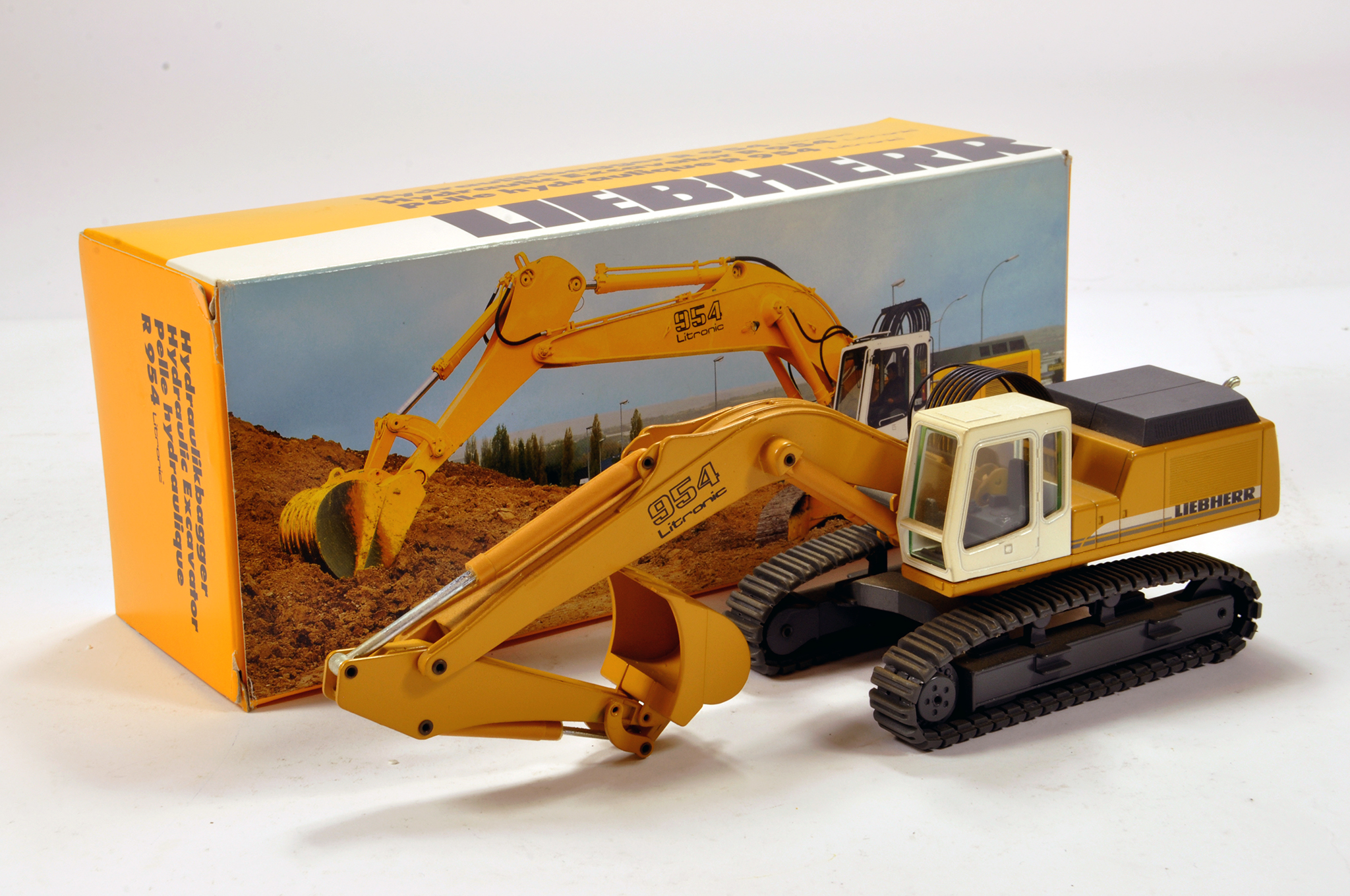 Lot 326 - Conrad 1/50 construction issue comprising Liebherr 954 Tracked Excavator. E to NM.