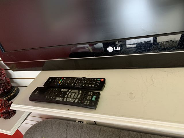 "TV - LG - 42 "" - Image 2 of 2"