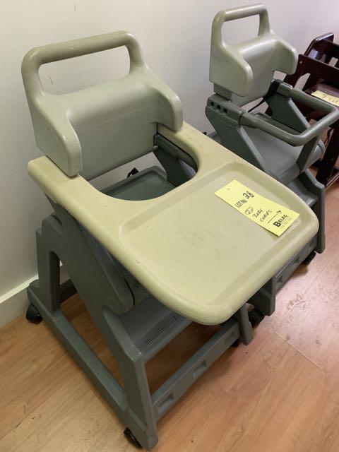 (2) Chaises hautes bébés - un sans cabaret
