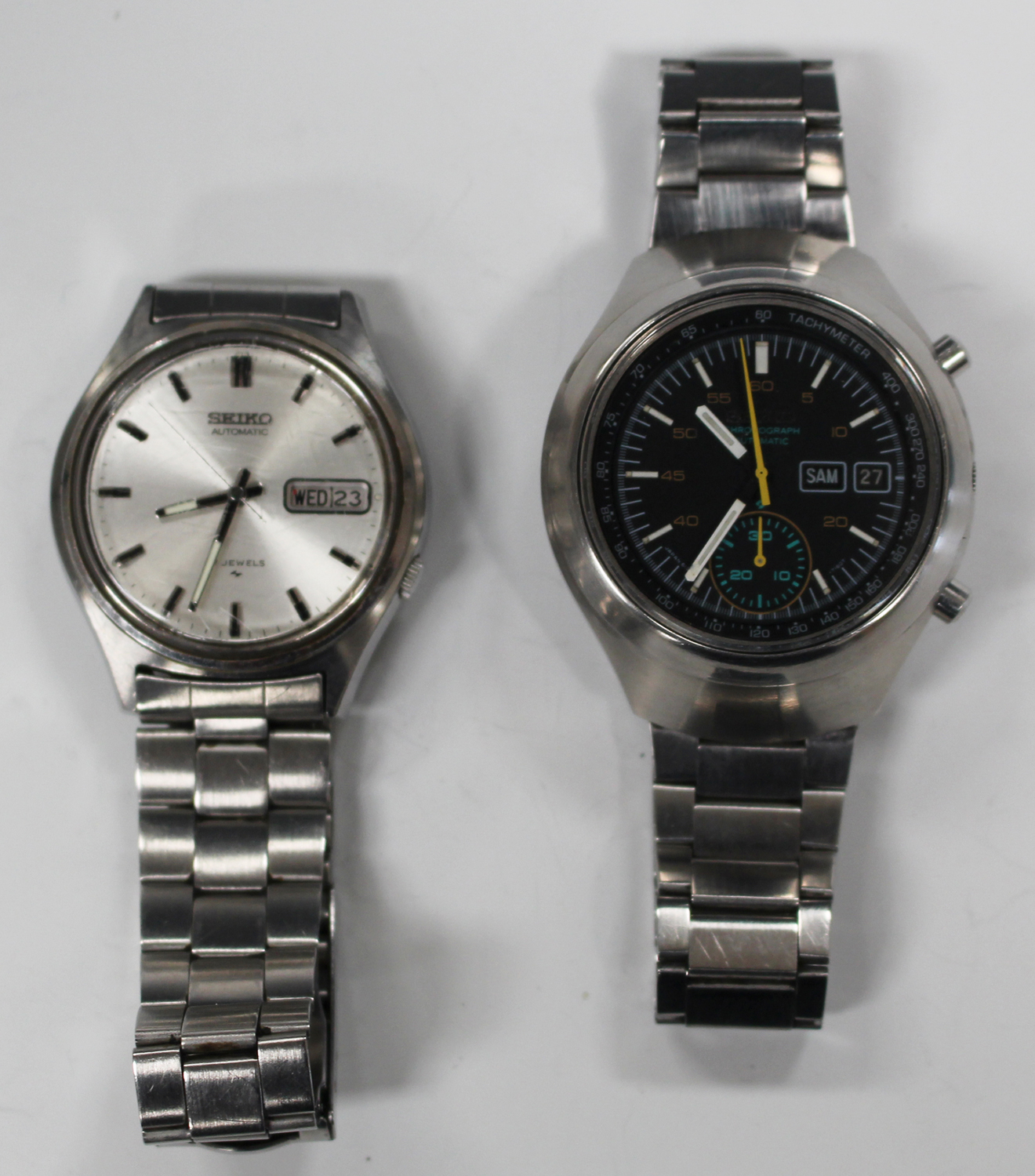 Lot 1013 - A Seiko Chronograph Automatic steel gentleman's bracelet wristwatch, the signed black dial with