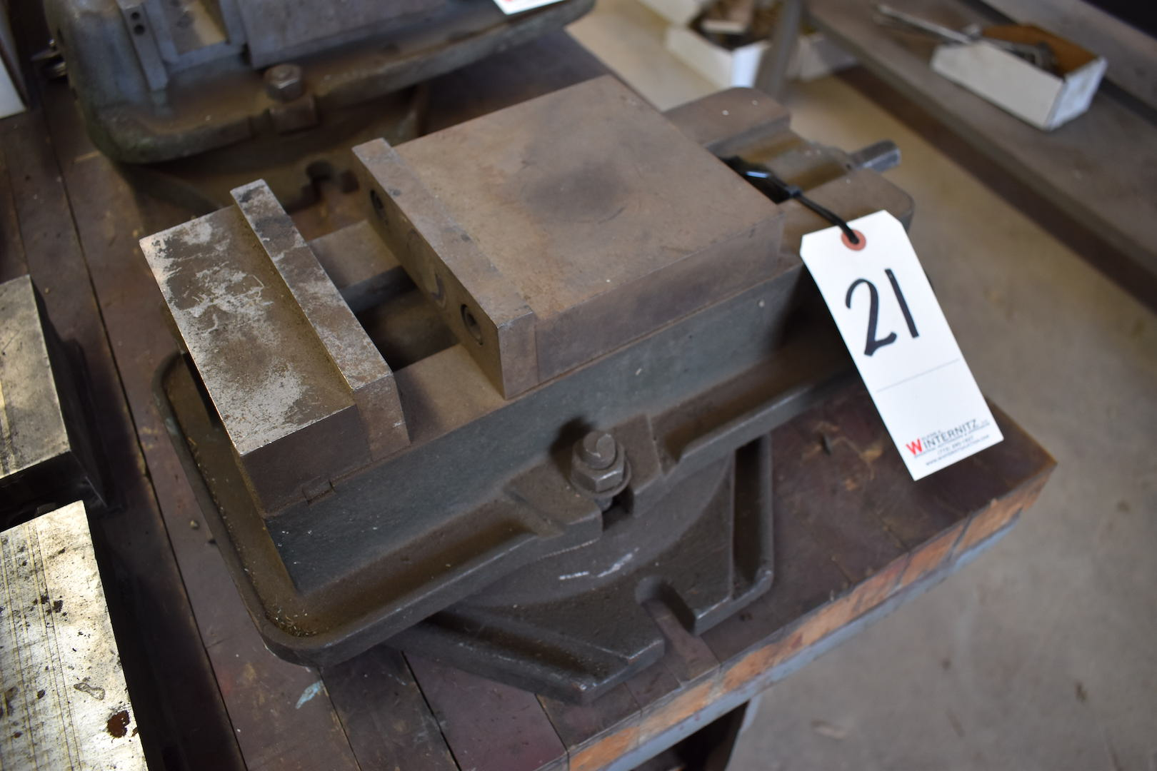 Lot 21 - 6 in. Machine Vise with Swivel Base