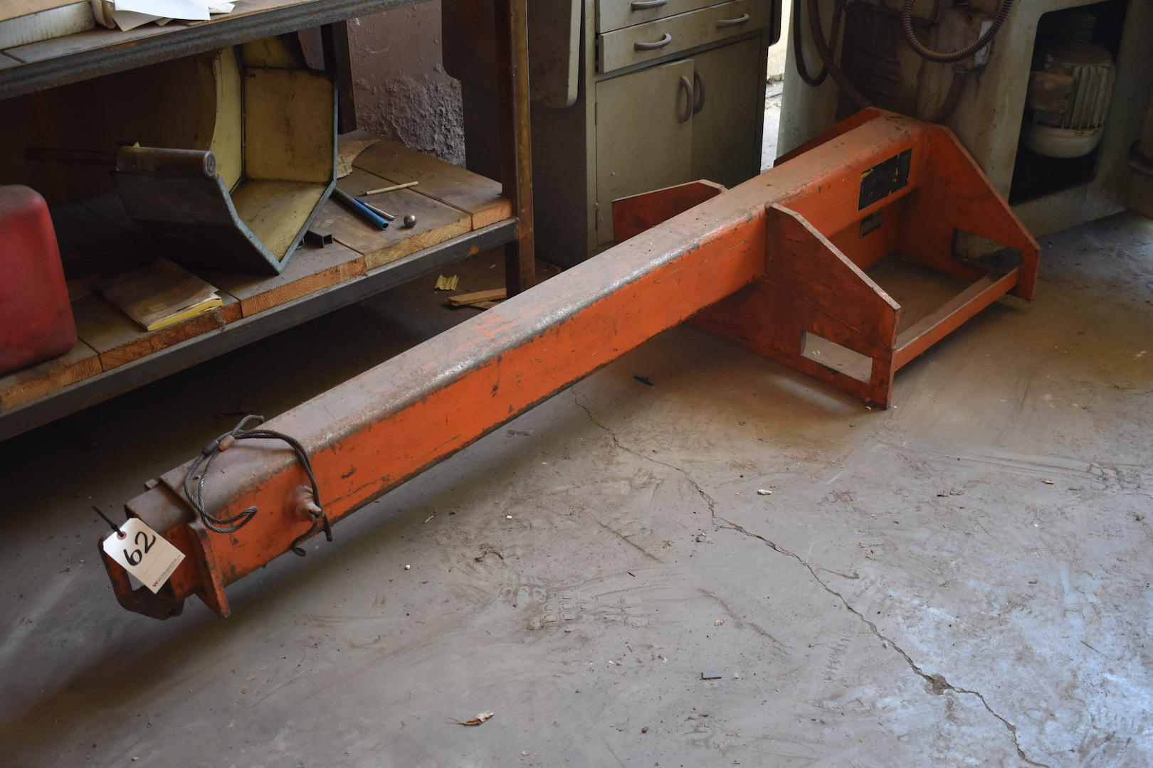 Lot 62 - Allis Chalmers Model ACF-30 Adjustable Forklift Boom Attachment