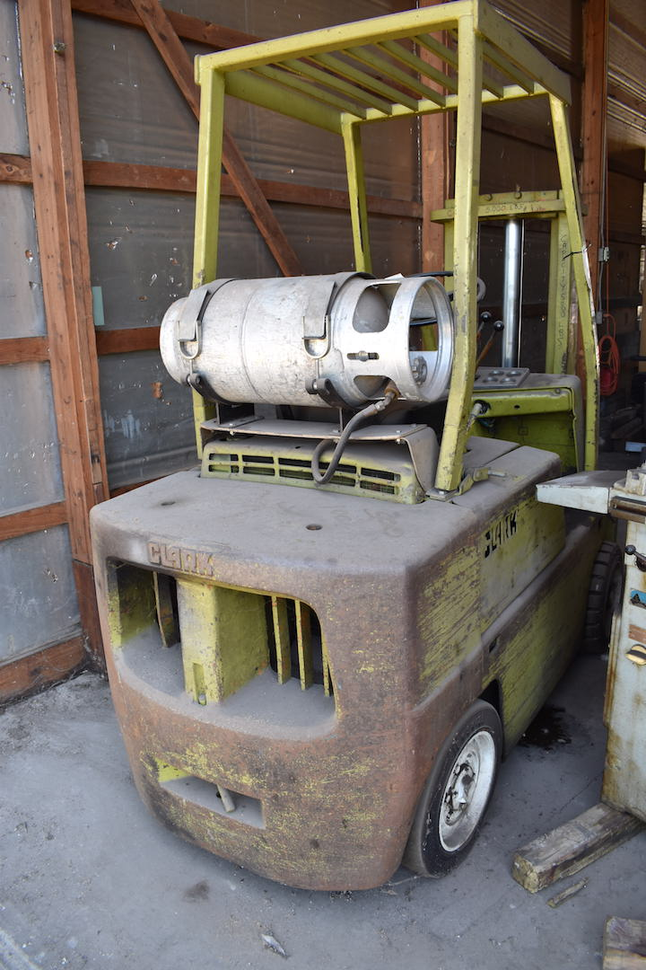 Lot 61 - Clark Forklift Truck (needs repair)