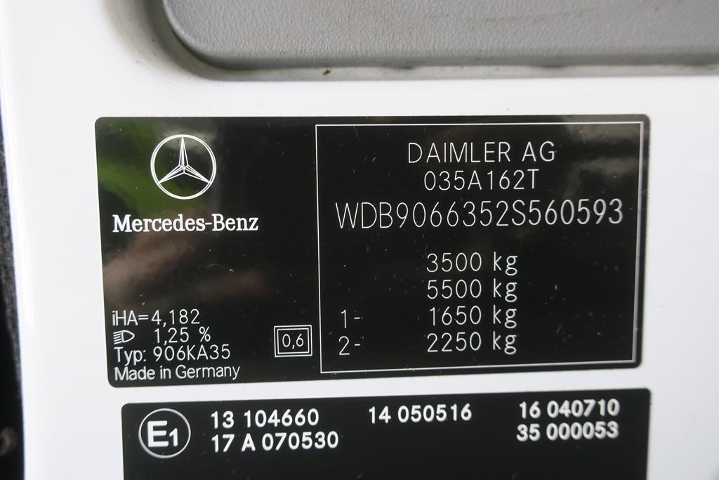 Lot 5 - 2011 Mercedes Benz Sprinter LWB