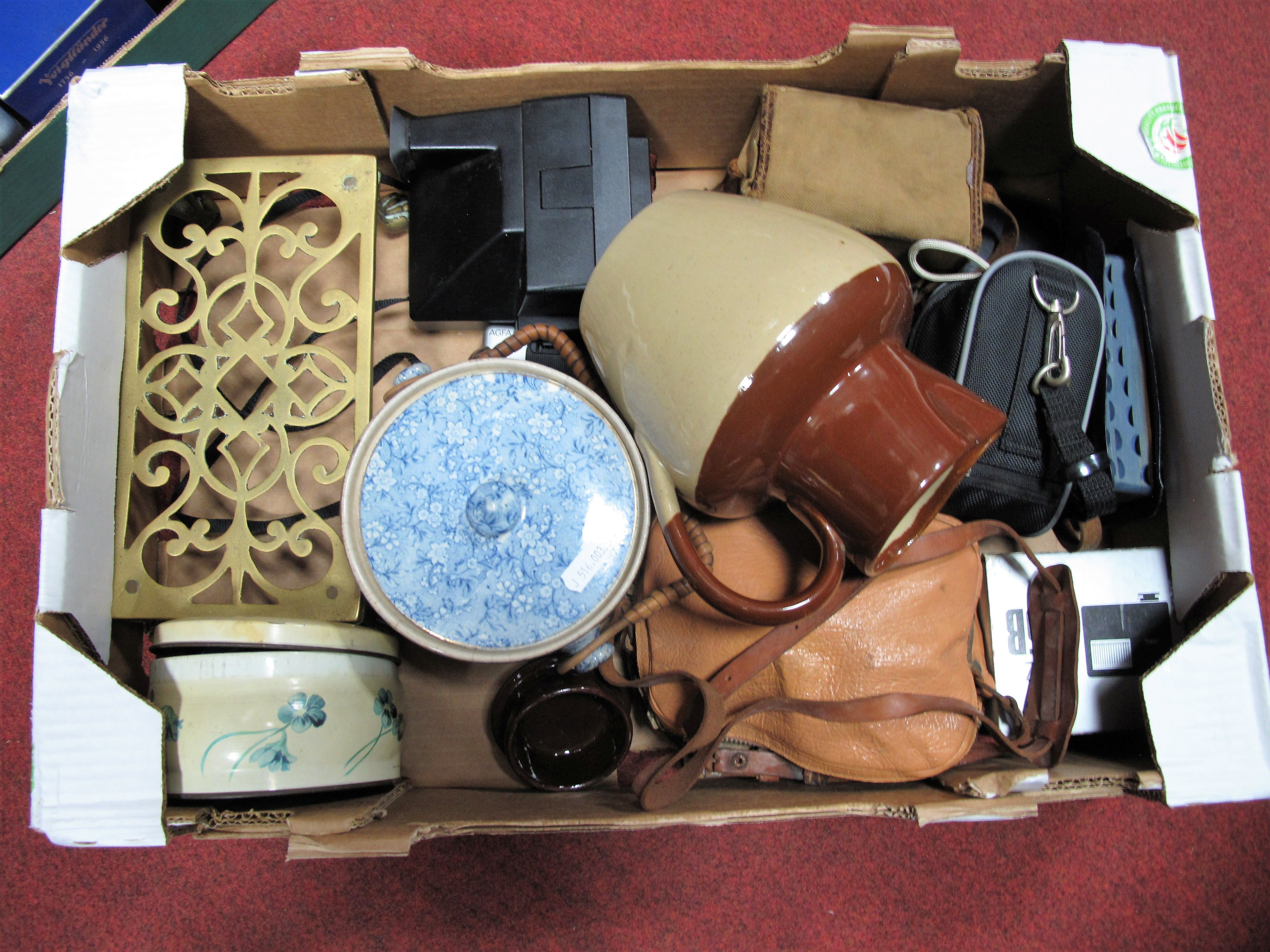 Lot 21 - Russian Quartz M Cine Camera and Accessories, Polaroid Supercolor 600, Boot, Kodak Easy Share C813
