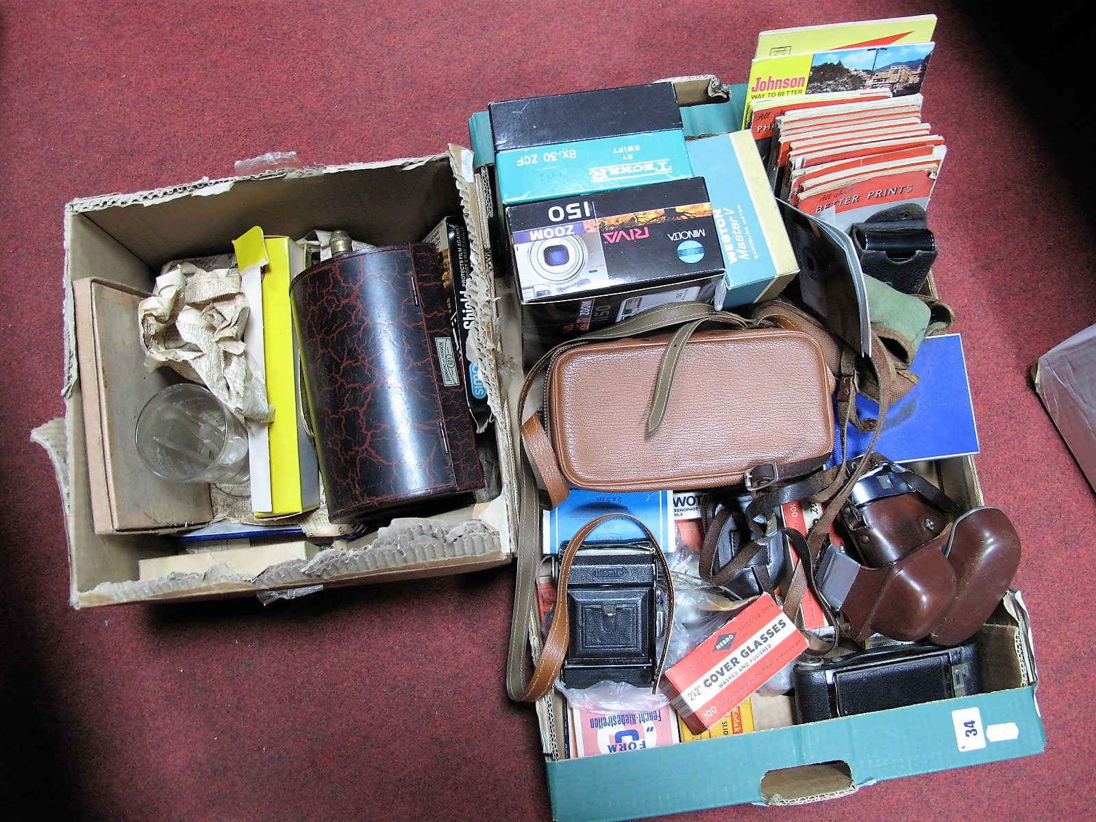 Lot 34 - A Voigtlander Vito B Camera, Minolta, Ikonta and Brownie examples, accessories, dark room safe