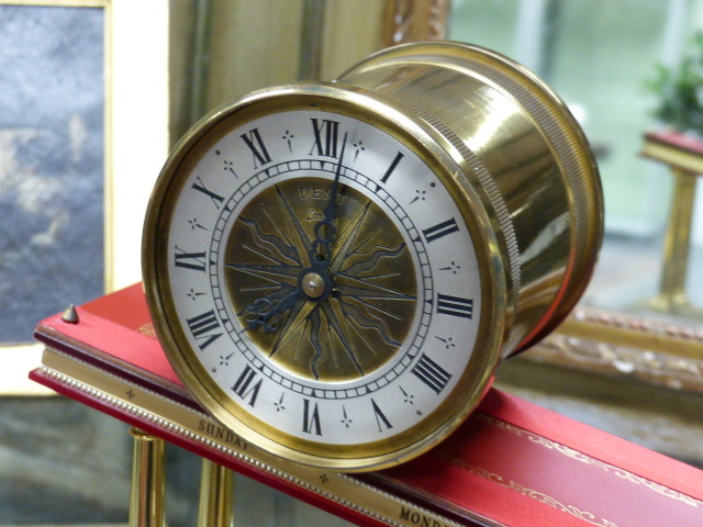 Lot 77 - A GOOD QUALITY 20th.C.INCLINED PLANE OR GRAVITY CLOCK BY DENT, LONDON WITH A 12cms. DIAL. LENGTH