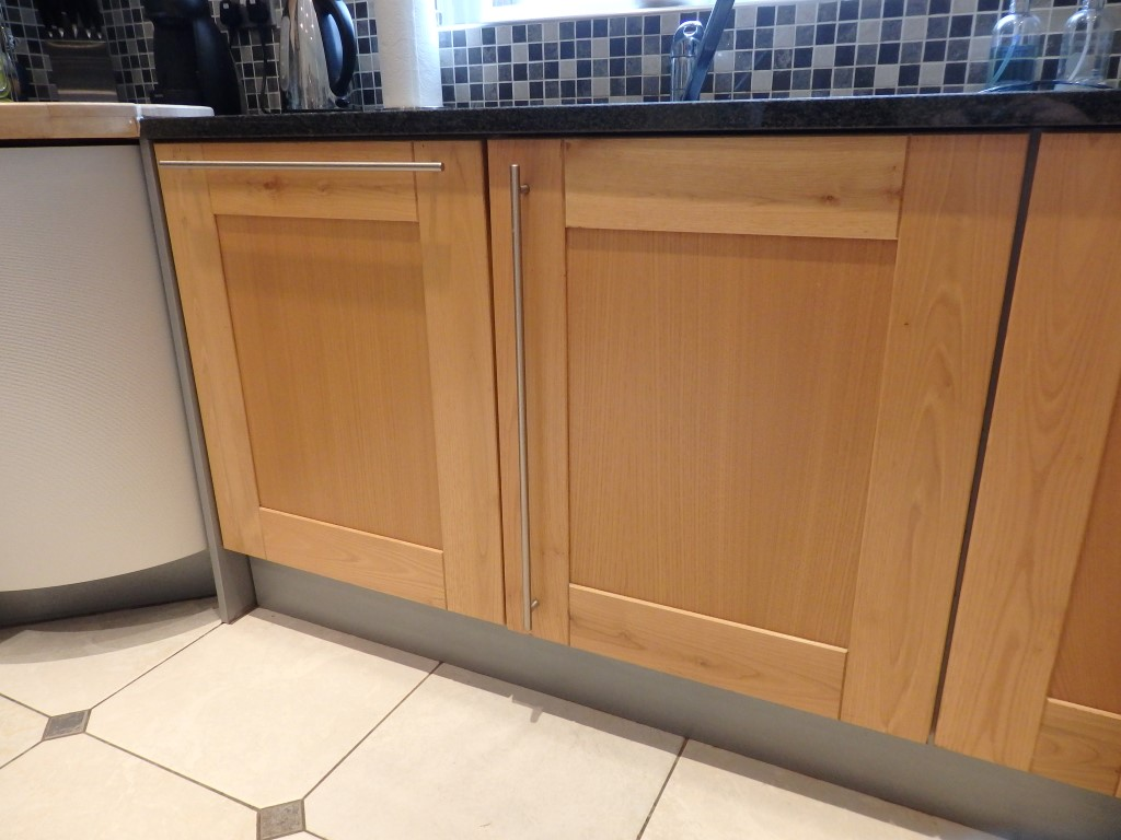 1 x solid wood fitted kitchen by panorama features for Wooden fitted kitchen