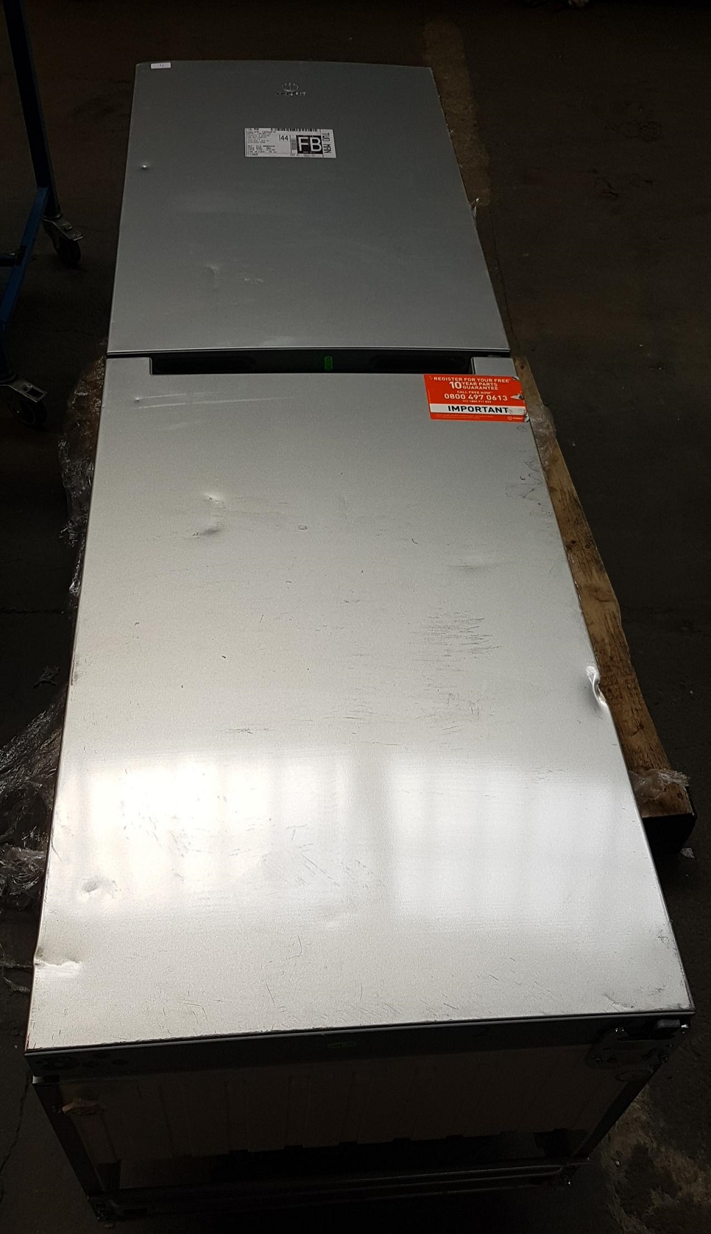 Lot 4 - 1 UNPACKAGED GRADE B UNTESTED INDESIT LD85F1S FROST FREE FRIDGE FREEZER IN SILVER, SCUFFS TO DOORS