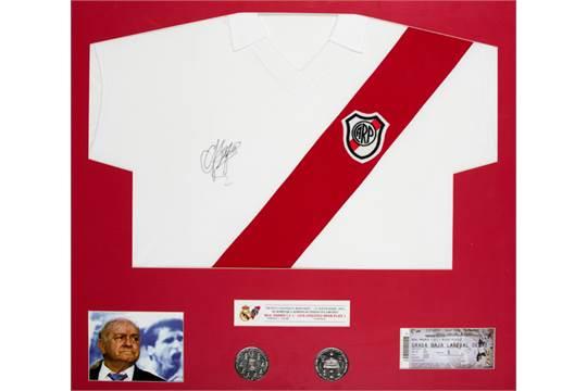c6ec9edfc63 An Alfredo Di Stefano signed River Plate replica jersey presentation ...