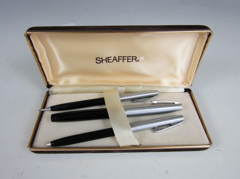 Lot 29 - A vintage cased Shaefer pen and pencil set