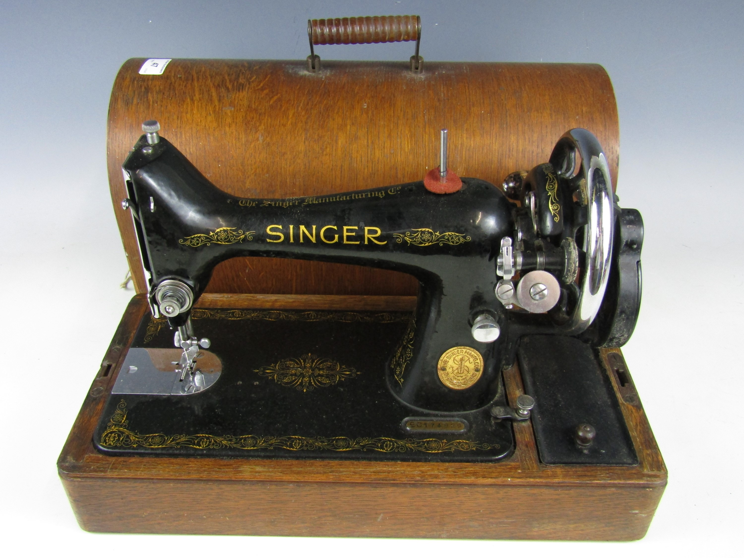 Lot 47 - A late 19th / early 20th Century Singer hand operated sewing machine