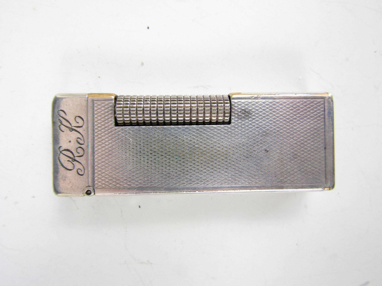 Lot 28 - A vintage Dunhill cigarette lighter
