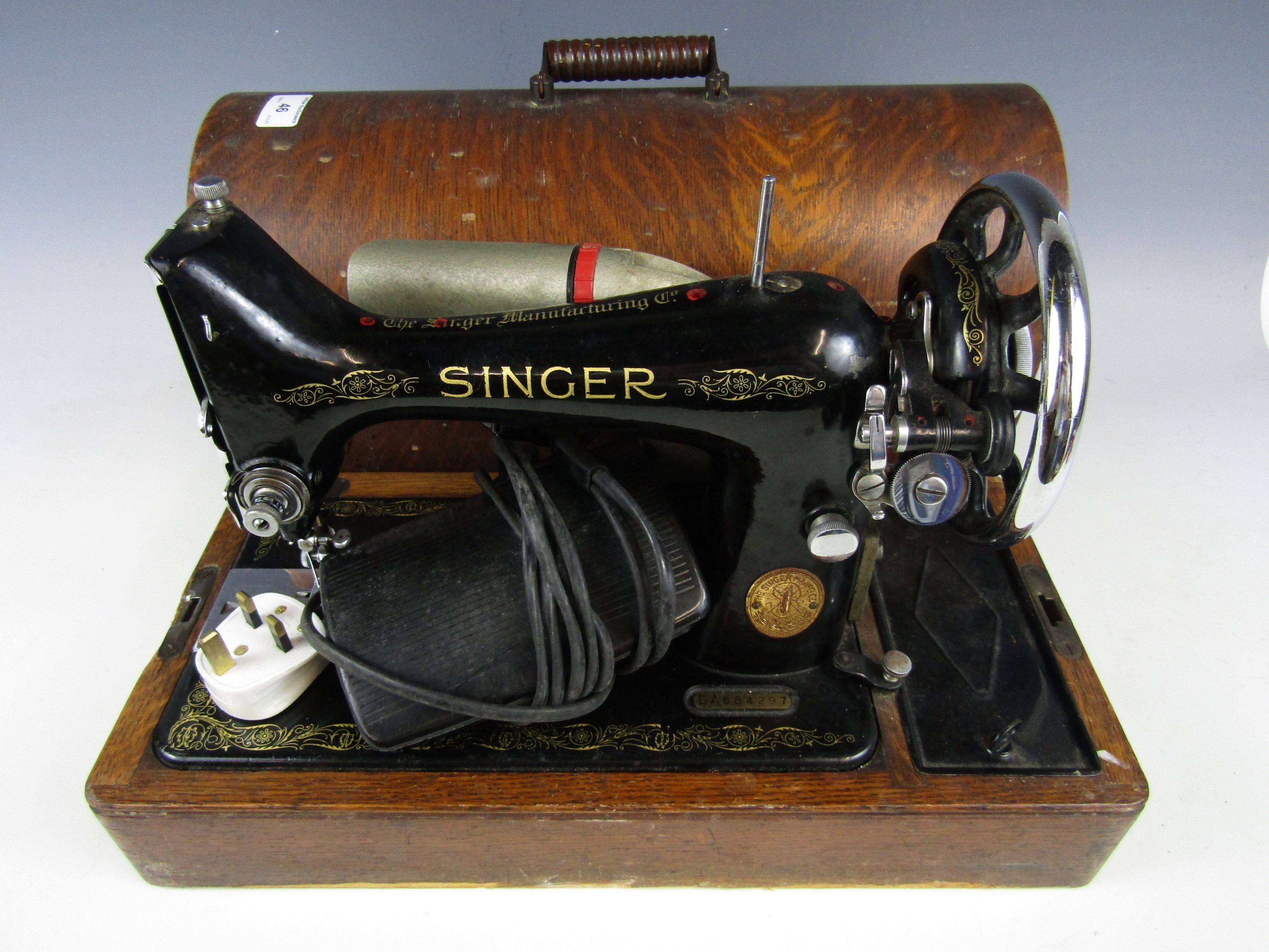Lot 52 - An early 20th Century Singer sewing machine, with original instruction manual