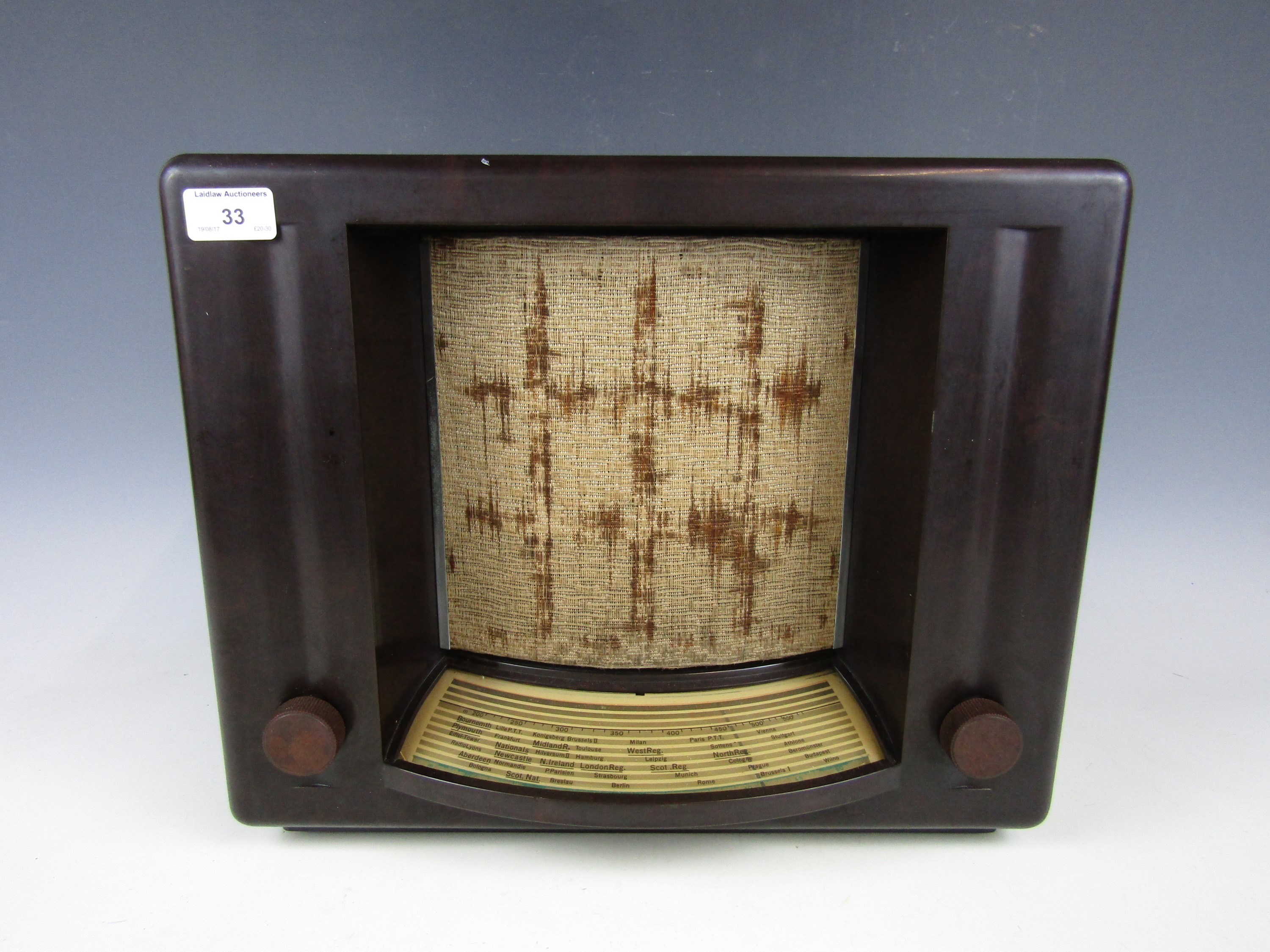 "Lot 33 - A 1930s Philips V5A ""Theatrette"" Bakelite-cased valve radio"