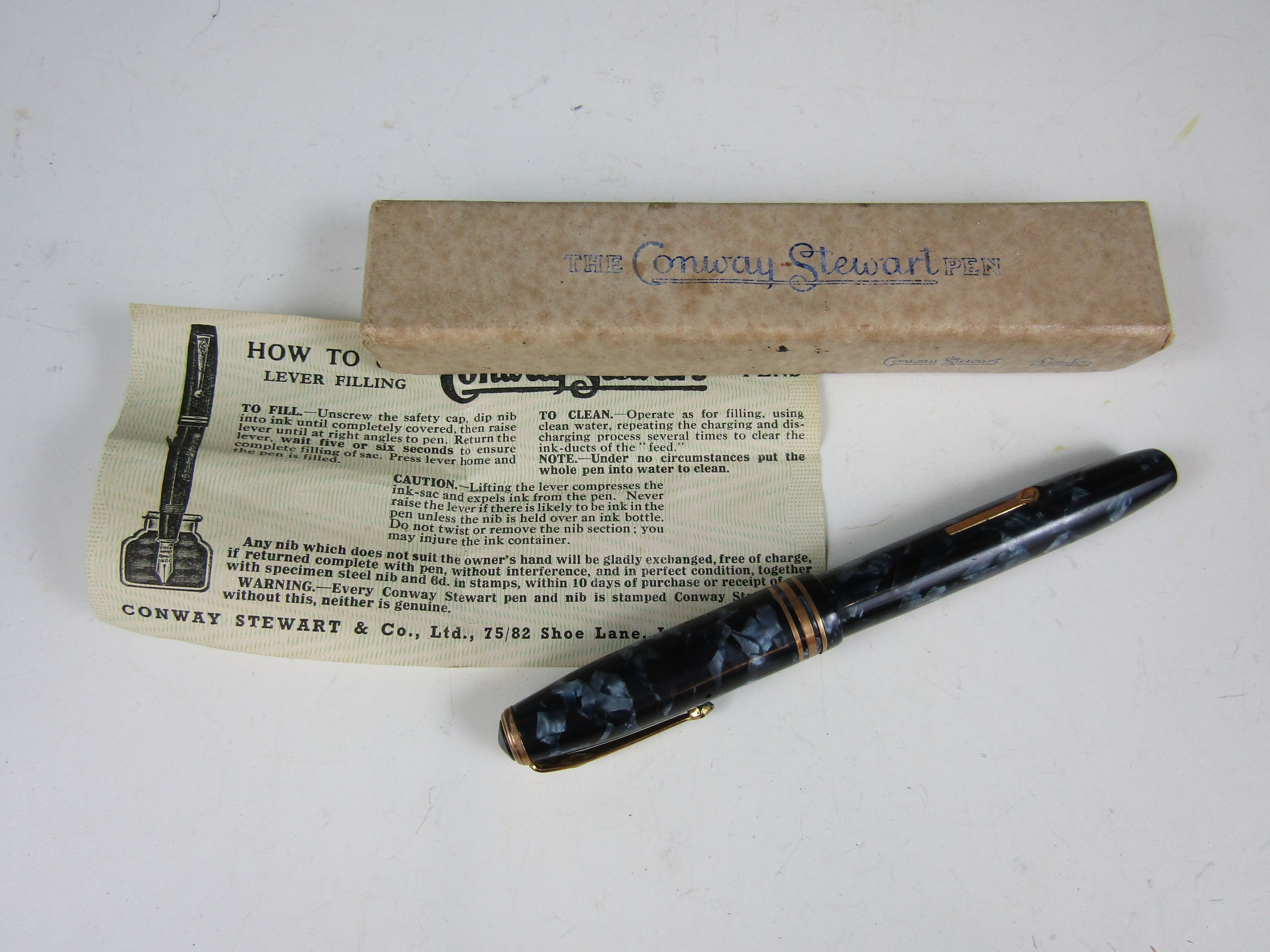 Lot 2 - A vintage Conway Stewart fountain pen with original box and paperwork