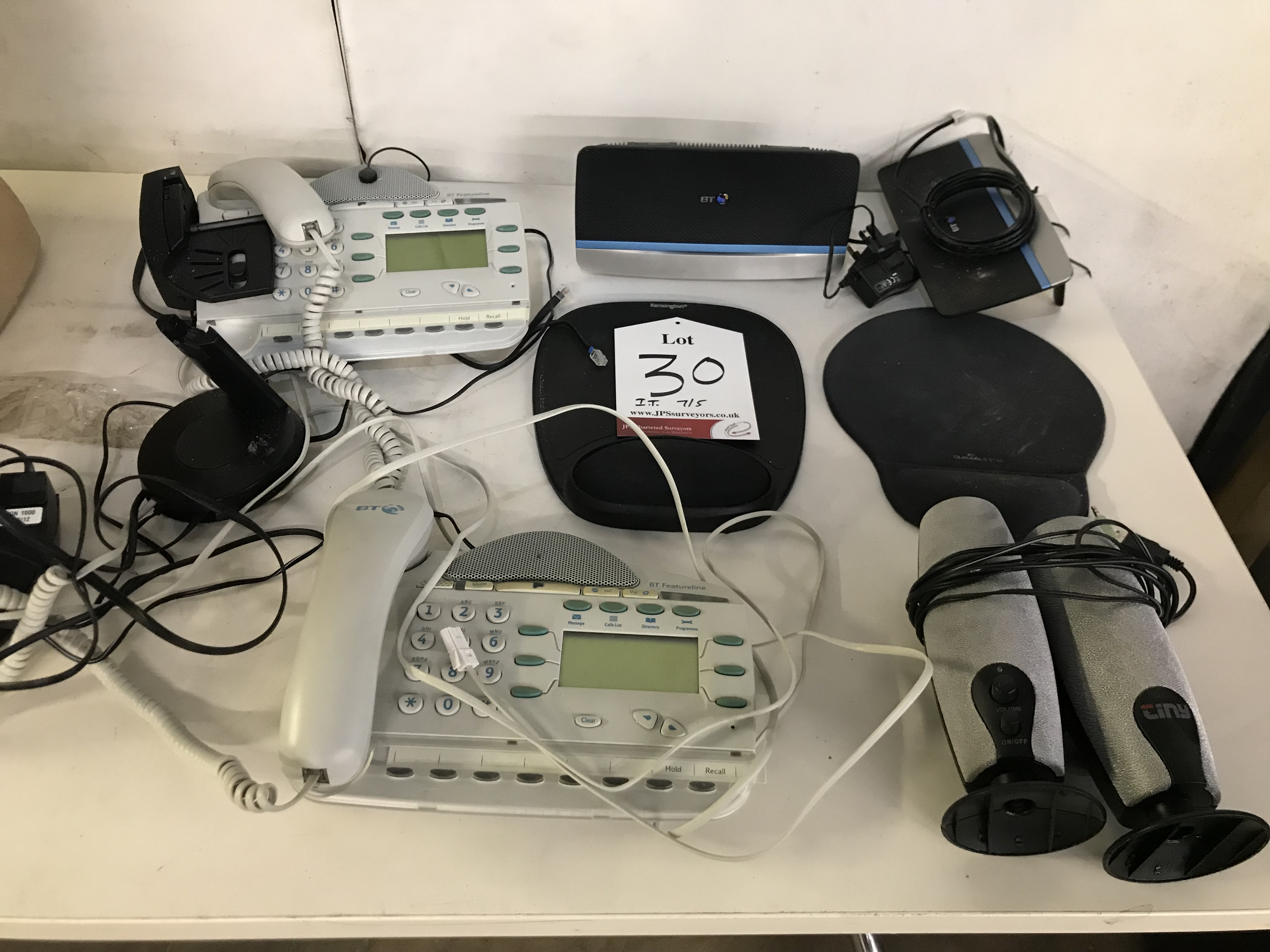 Lot 30 - Mixed lot of IT equipment - See pictures for details