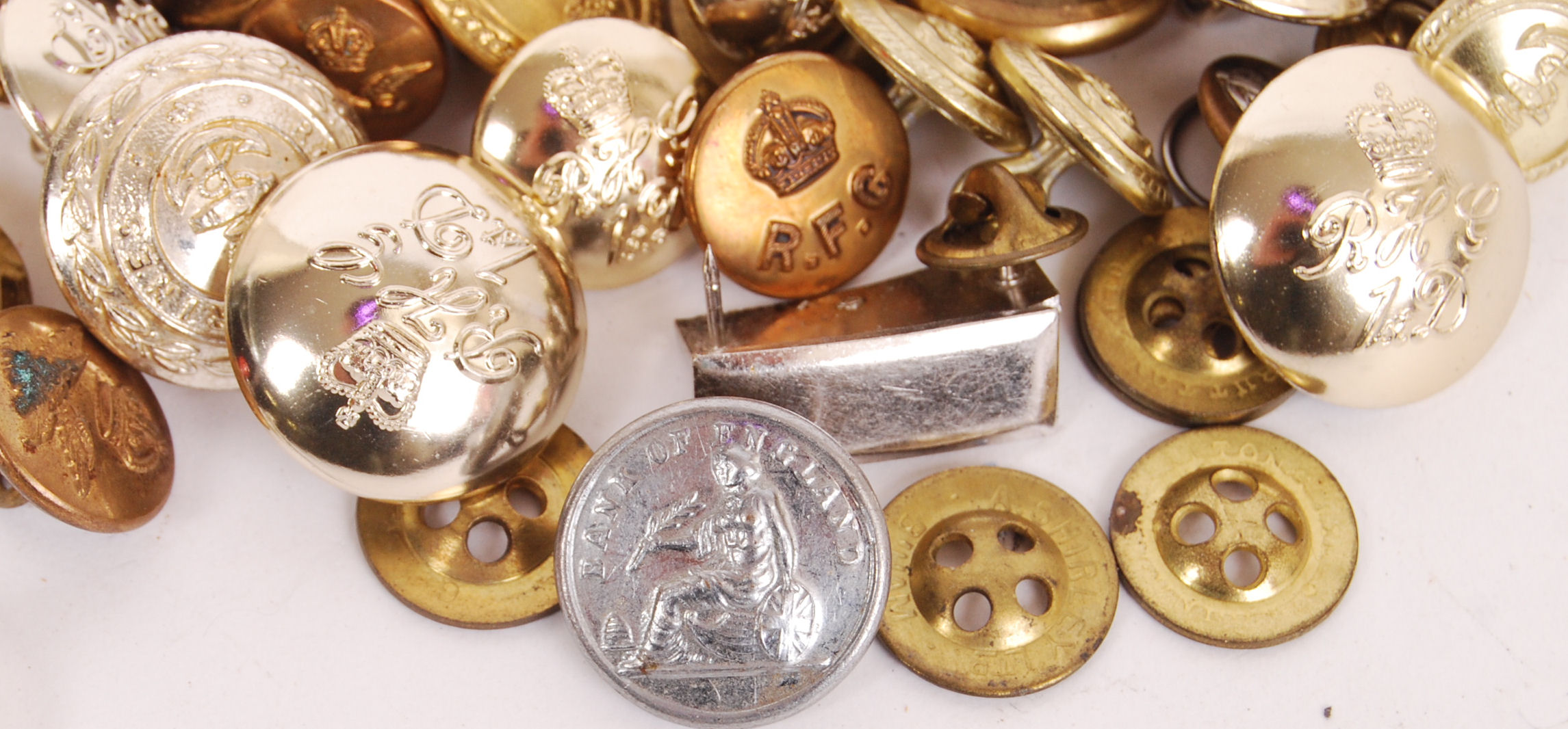 Lot 286 - MILITARY BUTTONS
